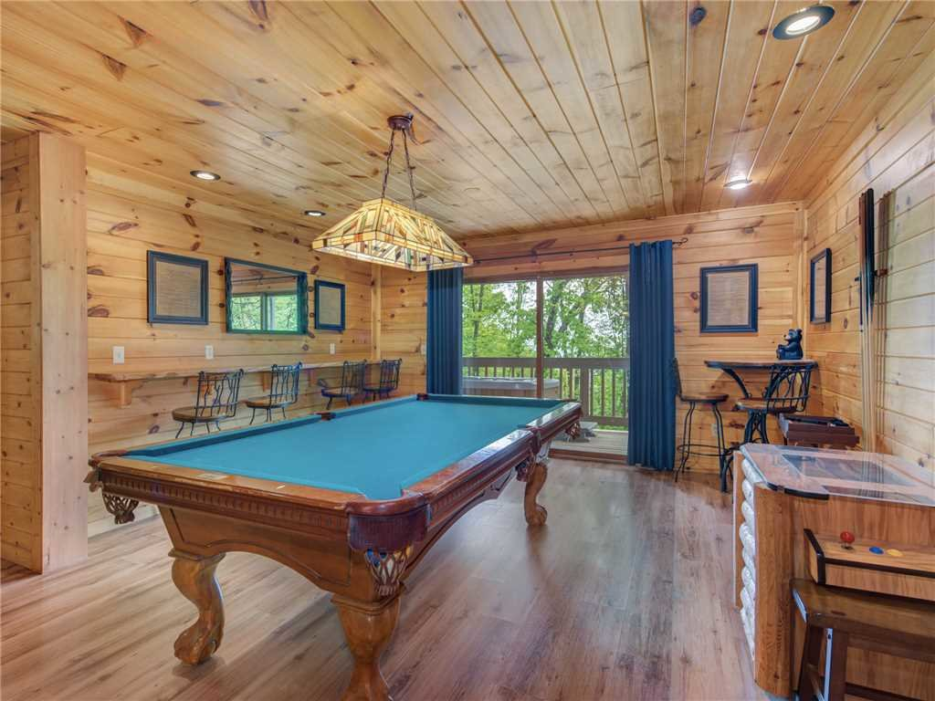 Photo of a Gatlinburg Cabin named Bear Crossing Cabin - This is the eighth photo in the set.