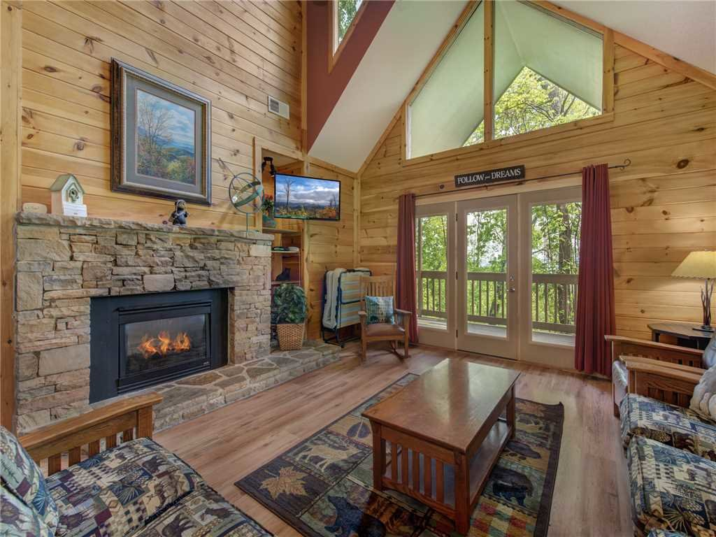 Photo of a Gatlinburg Cabin named Bear Crossing Cabin - This is the second photo in the set.