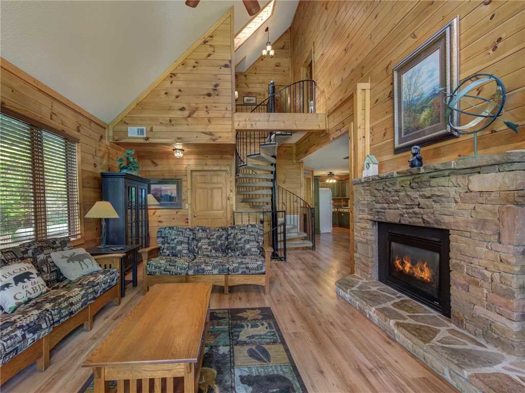 Photo of a Gatlinburg Cabin named Bear Crossing Cabin - This is the third photo in the set.