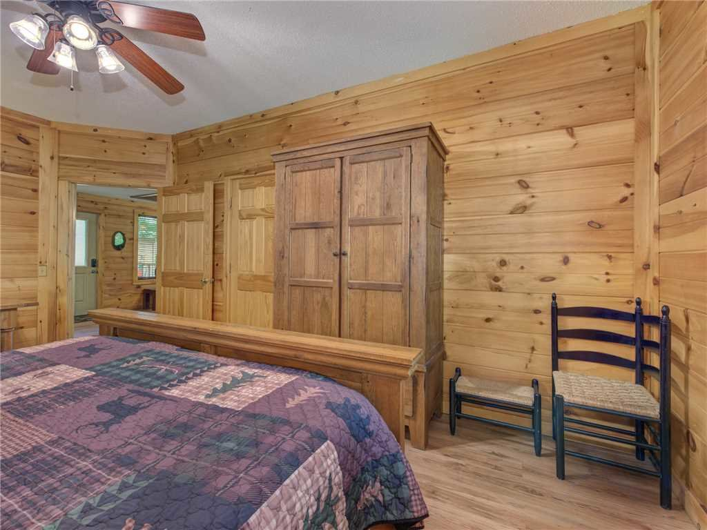 Photo of a Gatlinburg Cabin named Bear Crossing Cabin - This is the eleventh photo in the set.