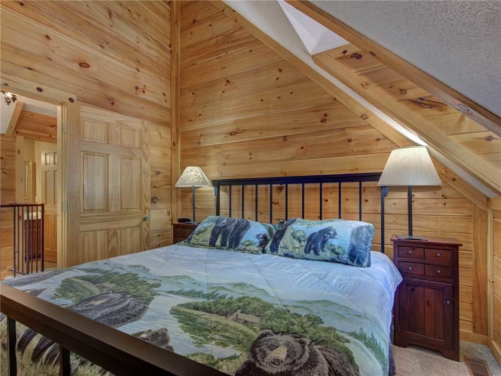 Photo of a Gatlinburg Cabin named Bear Crossing Cabin - This is the thirteenth photo in the set.