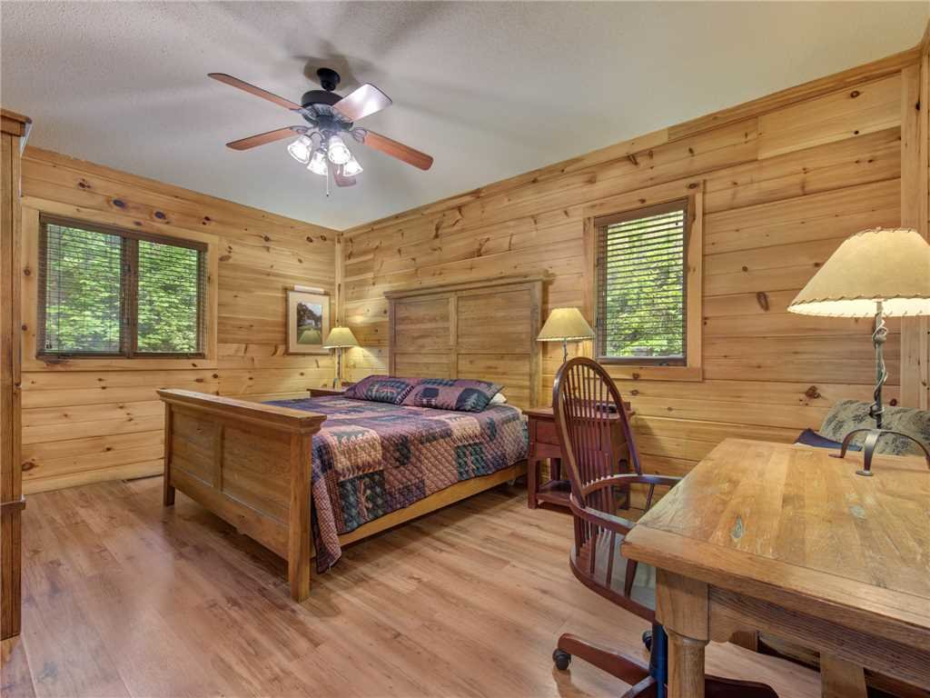 Photo of a Gatlinburg Cabin named Bear Crossing Cabin - This is the tenth photo in the set.