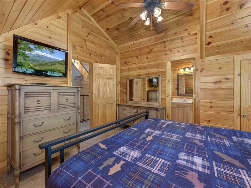 Photo of a Gatlinburg Cabin named Bear Crossing Cabin - This is the seventeenth photo in the set.