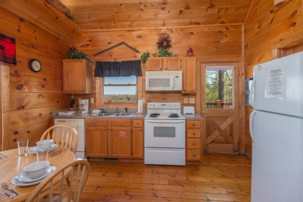 Photo of a Gatlinburg Cabin named Lumber Jack Lodge - This is the fifth photo in the set.