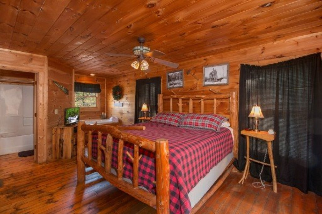 Photo of a Gatlinburg Cabin named Lumber Jack Lodge - This is the sixth photo in the set.