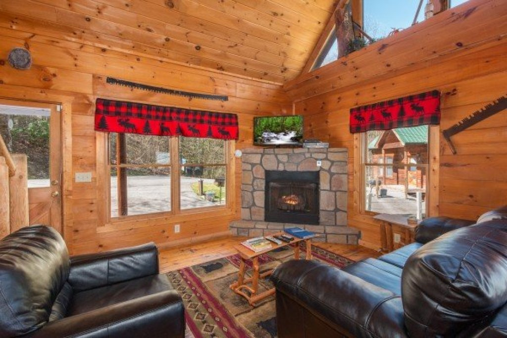 Photo of a Gatlinburg Cabin named Lumber Jack Lodge - This is the second photo in the set.
