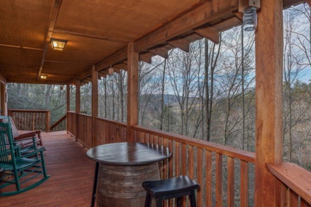 Photo of a Pigeon Forge Cabin named Moonshiner's Ridge - This is the seventh photo in the set.