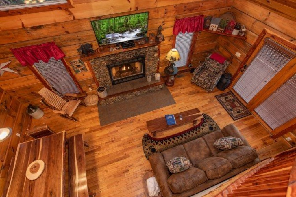 Photo of a Pigeon Forge Cabin named Moonshiner's Ridge - This is the seventeenth photo in the set.