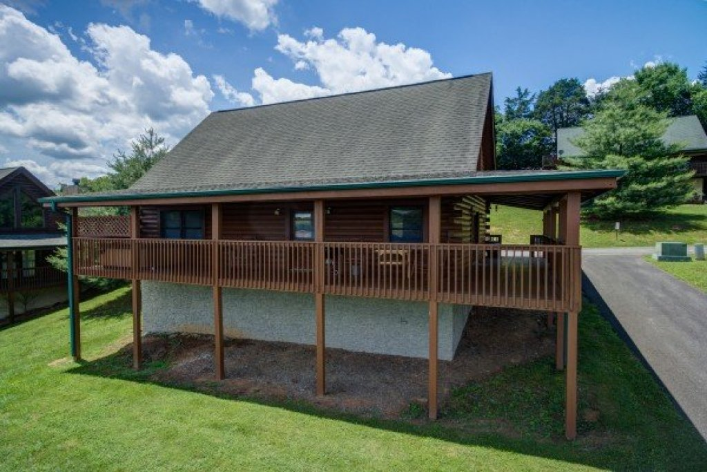 Photo of a Pigeon Forge Cabin named Momma Bear - This is the eighteenth photo in the set.