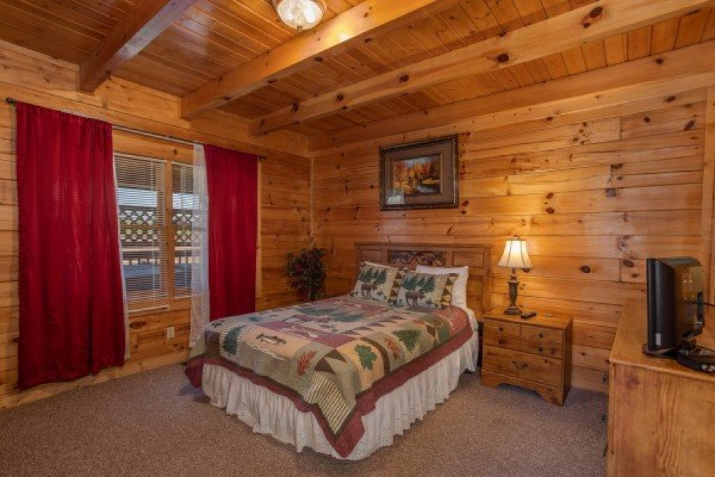 Photo of a Pigeon Forge Cabin named Momma Bear - This is the eighth photo in the set.