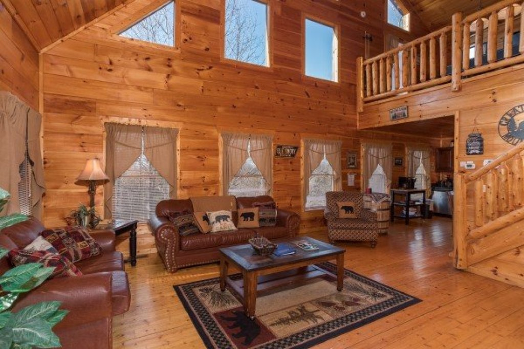 Photo of a Gatlinburg Cabin named Moonshine Memories - This is the third photo in the set.
