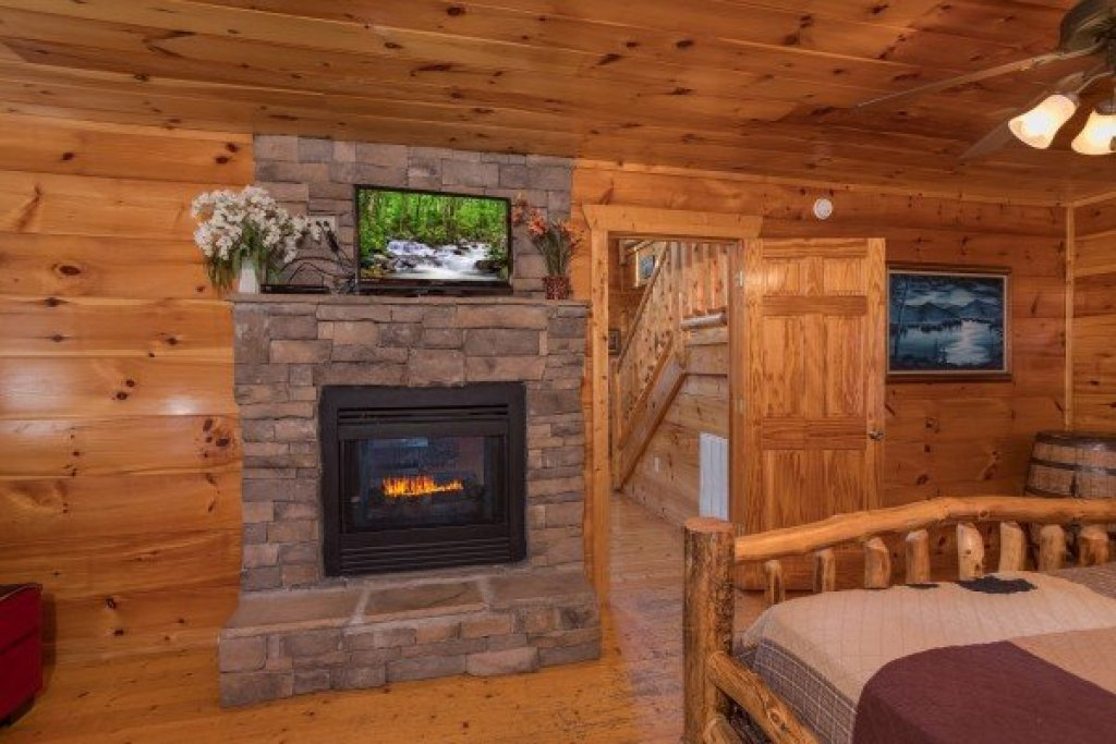 Photo of a Gatlinburg Cabin named Moonshine Memories - This is the seventh photo in the set.