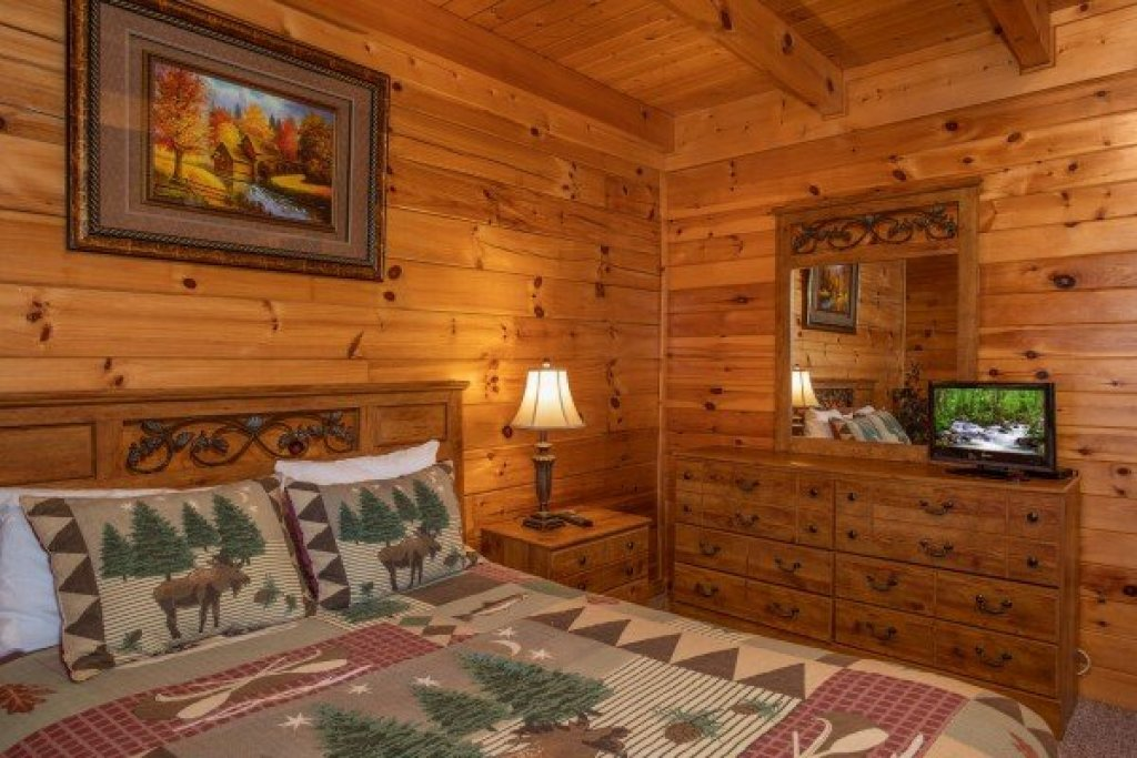 Photo of a Pigeon Forge Cabin named Momma Bear - This is the ninth photo in the set.