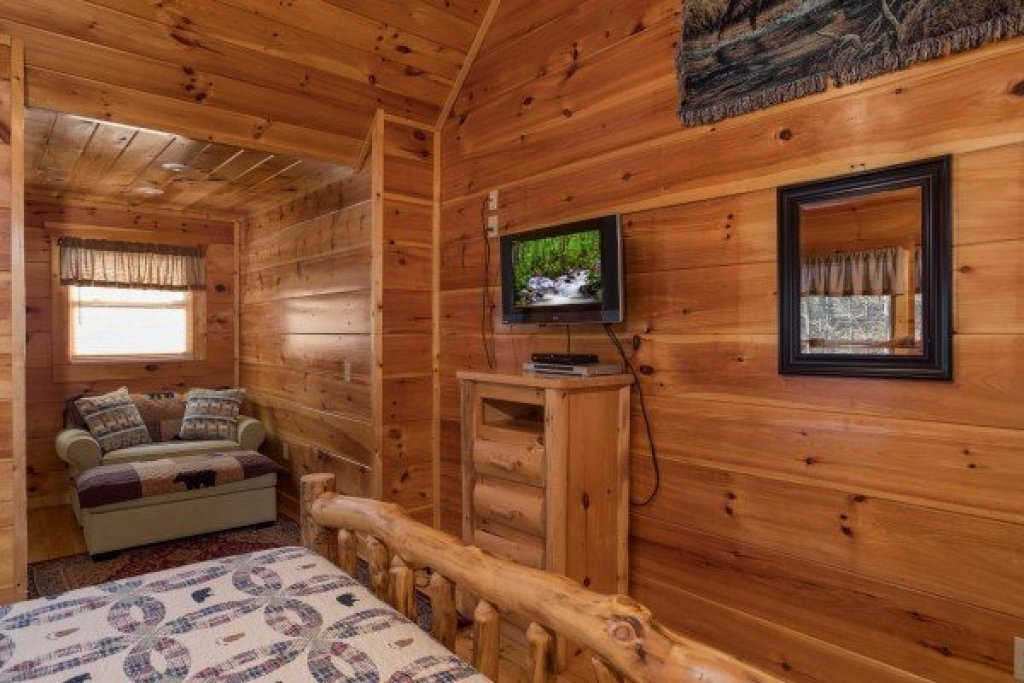 Photo of a Gatlinburg Cabin named Moonshine Memories - This is the fifteenth photo in the set.