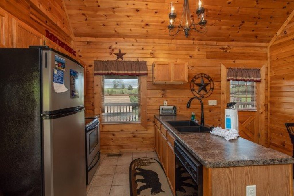 Photo of a Pigeon Forge Cabin named Momma Bear - This is the sixth photo in the set.