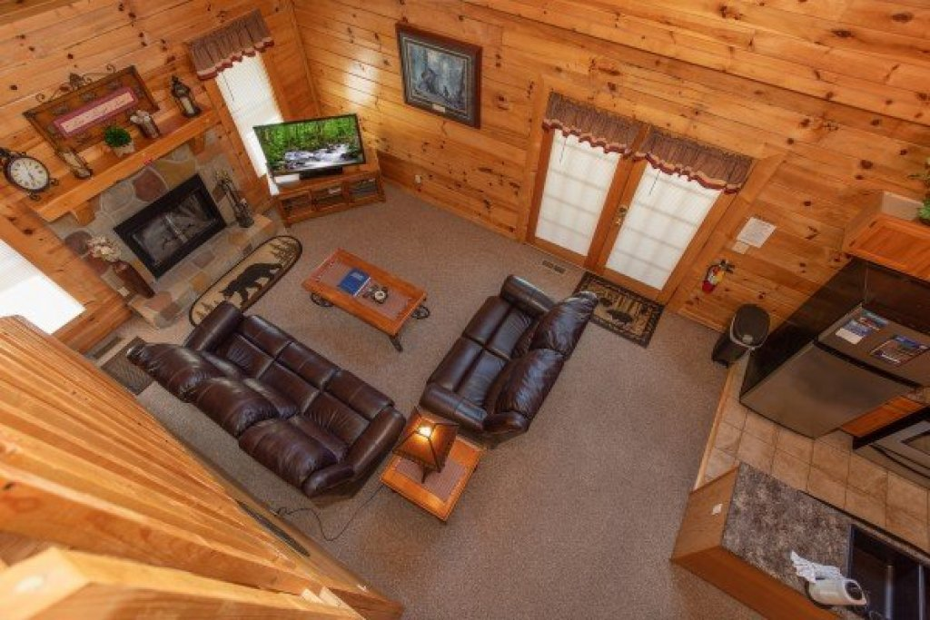 Photo of a Pigeon Forge Cabin named Momma Bear - This is the fourteenth photo in the set.