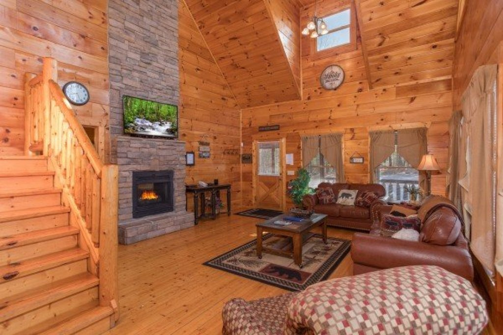 Photo of a Gatlinburg Cabin named Moonshine Memories - This is the second photo in the set.