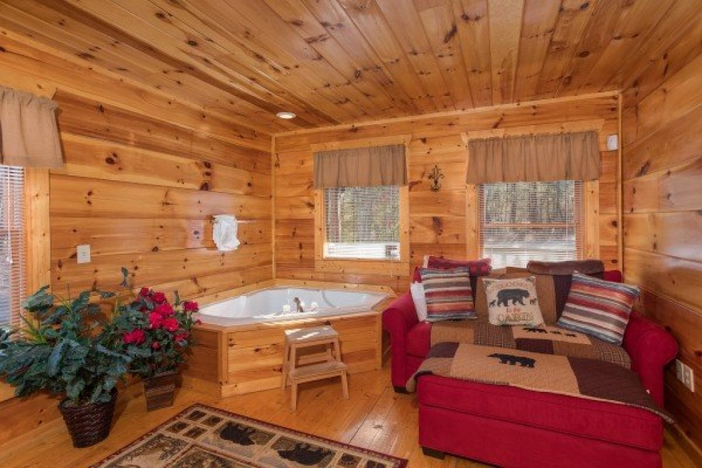 Photo of a Gatlinburg Cabin named Moonshine Memories - This is the eighth photo in the set.