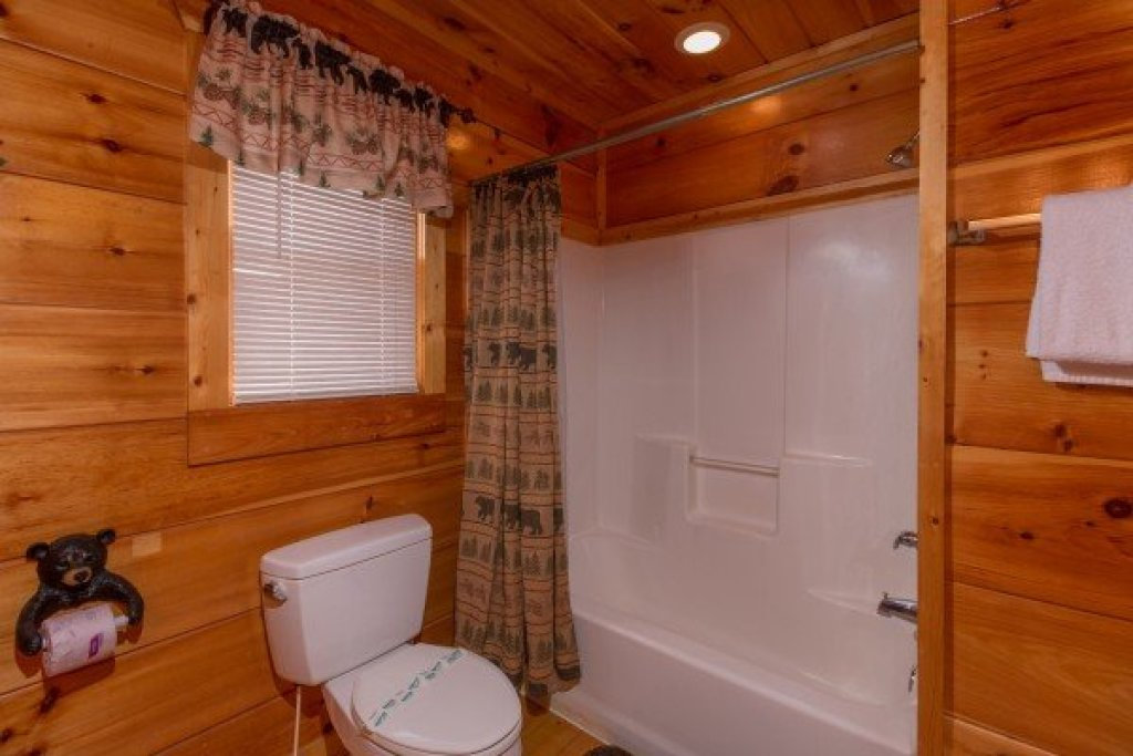 Photo of a Gatlinburg Cabin named Moonshine Memories - This is the seventeenth photo in the set.