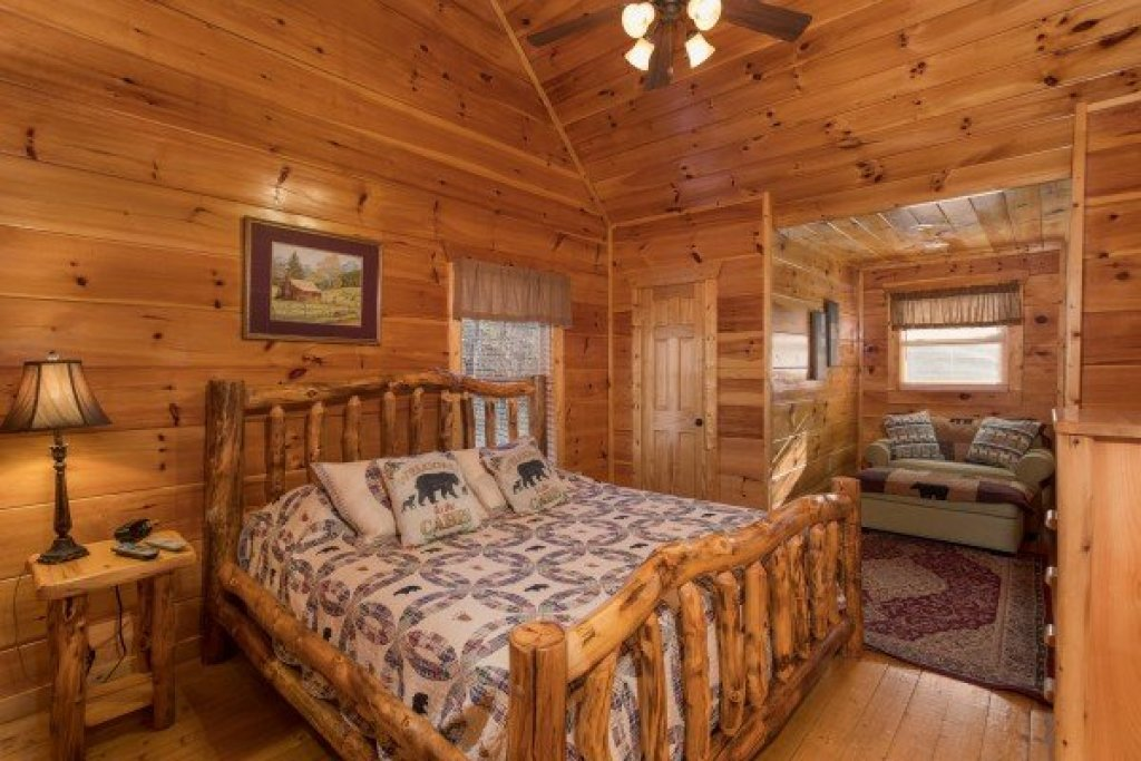 Photo of a Gatlinburg Cabin named Moonshine Memories - This is the fourteenth photo in the set.
