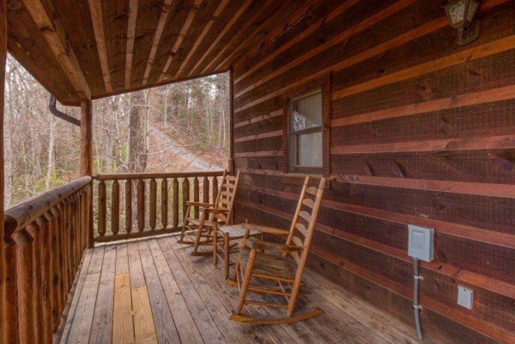 Photo of a Gatlinburg Cabin named Moonshine Memories - This is the eleventh photo in the set.