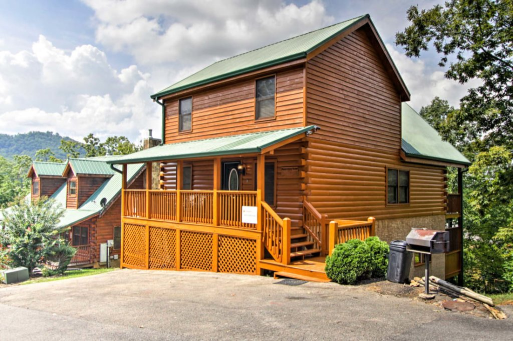 Photo of a Pigeon Forge Cabin named Mountaintop Manor - This is the first photo in the set.