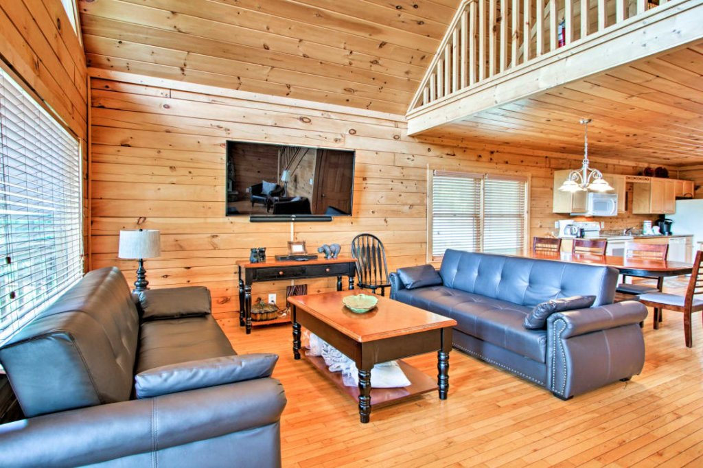 Photo of a Pigeon Forge Cabin named Mountaintop Manor - This is the third photo in the set.