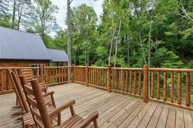 Lost In The Woods, 5 Brs, New Build, Hot Tub, Pool Access, Sleeps 16