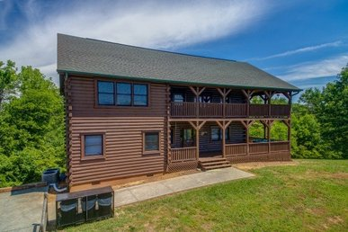 4 Bedroom, 4.5 Bath Deluxe Cabin For 14, Easy To Access With A Great Game Room.