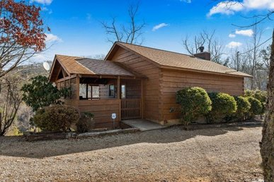 A Deluxe Studio Cabin For 3 With A Hot Tub And A Wood Burning Fireplace.