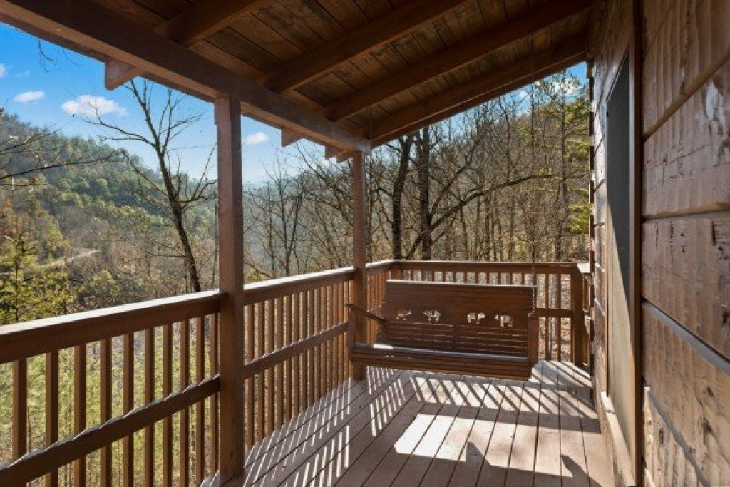 Photo of a Pigeon Forge Cabin named Mountain Magic - This is the third photo in the set.