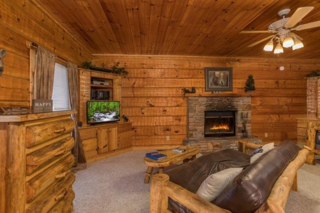 Photo of a Pigeon Forge Cabin named Mountain Magic - This is the fourth photo in the set.