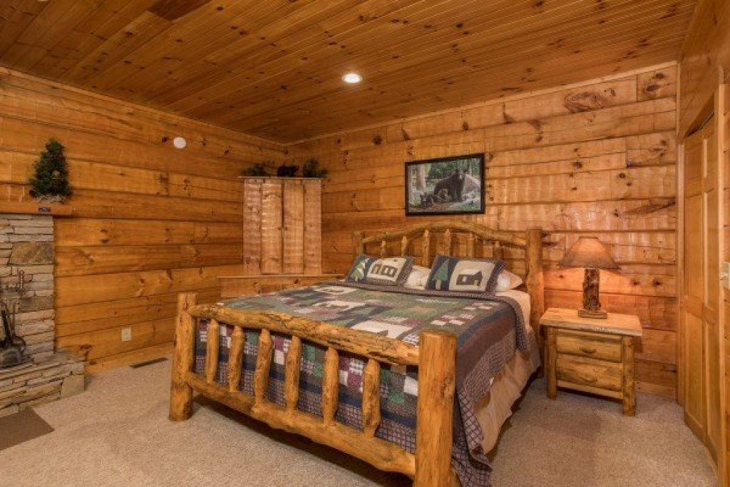Photo of a Pigeon Forge Cabin named Mountain Magic - This is the tenth photo in the set.