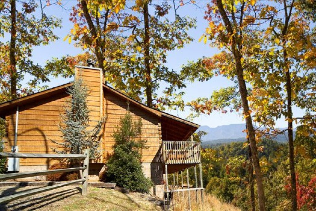 Photo of a Pigeon Forge Cabin named Mountain Magic - This is the second photo in the set.