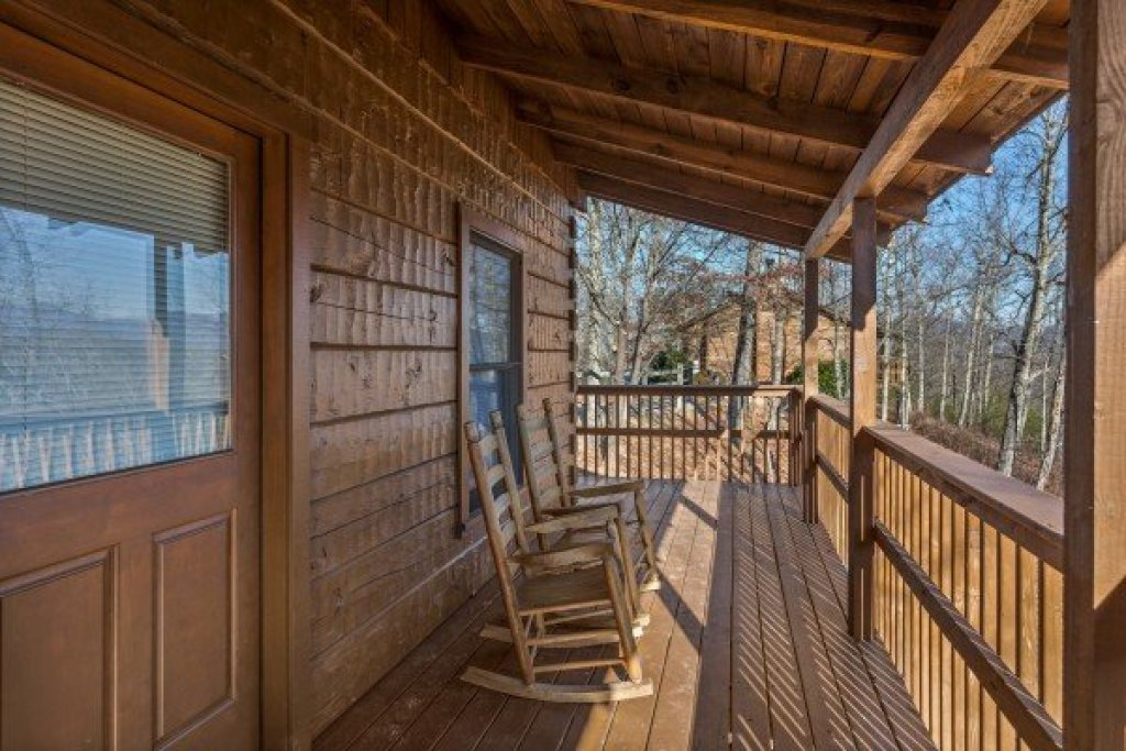 Photo of a Pigeon Forge Cabin named Mountain Magic - This is the fourteenth photo in the set.