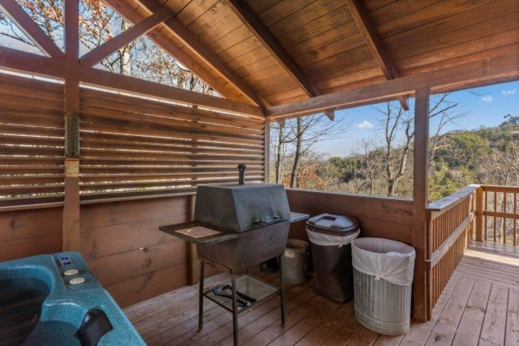 Photo of a Pigeon Forge Cabin named Mountain Magic - This is the eighth photo in the set.