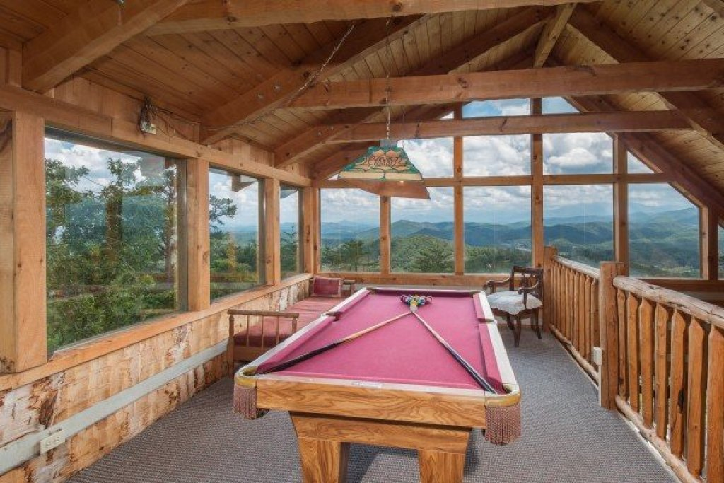 Photo of a Sevierville Cabin named Mountain Glory - This is the twentieth photo in the set.