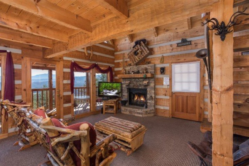 Photo of a Sevierville Cabin named Mountain Glory - This is the fifth photo in the set.