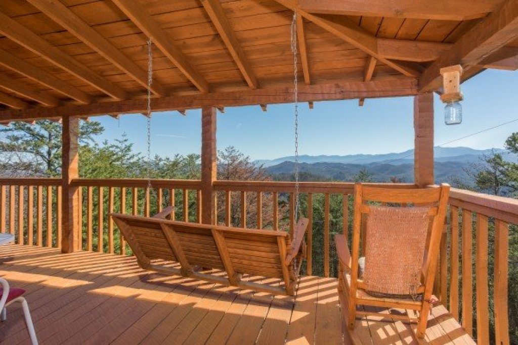 Photo of a Sevierville Cabin named Mountain Glory - This is the third photo in the set.
