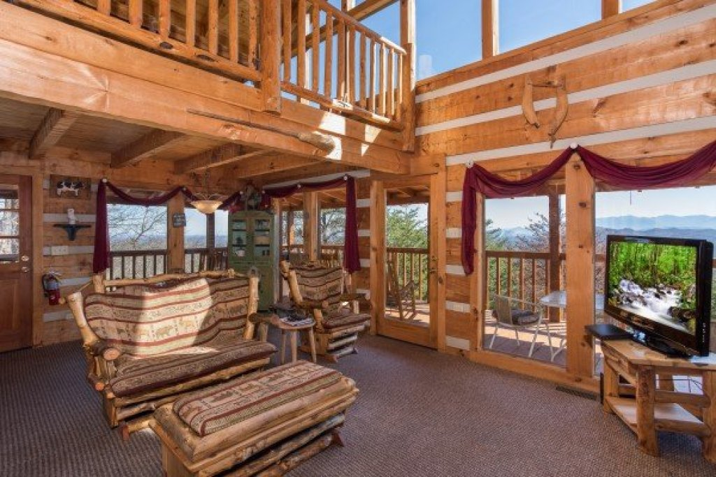 Photo of a Sevierville Cabin named Mountain Glory - This is the sixth photo in the set.