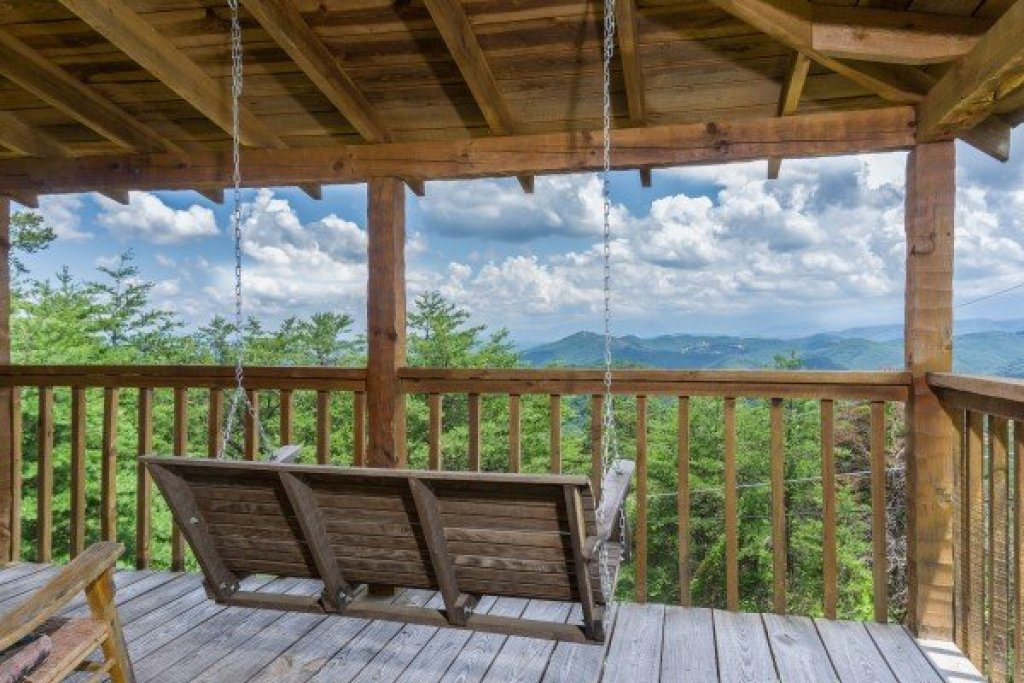 Photo of a Sevierville Cabin named Mountain Glory - This is the sixteenth photo in the set.