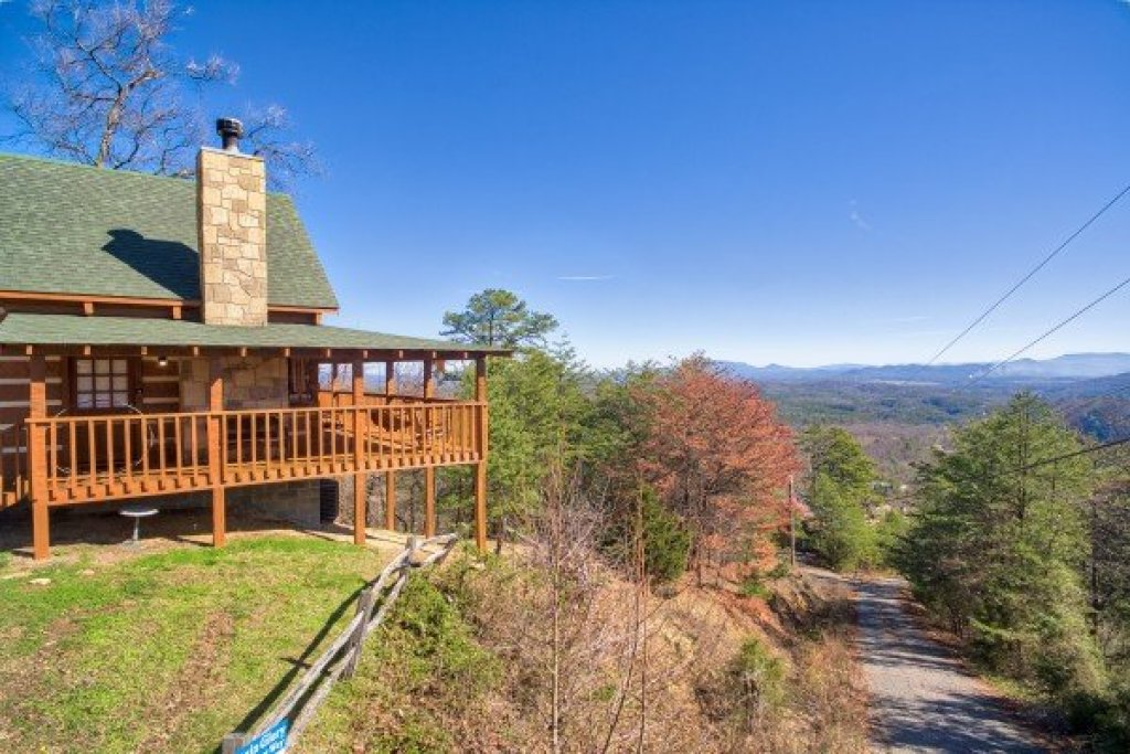 Photo of a Sevierville Cabin named Mountain Glory - This is the fourth photo in the set.