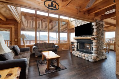 Roomy cabin with fireplaces, jetted tubs, and fantastic views