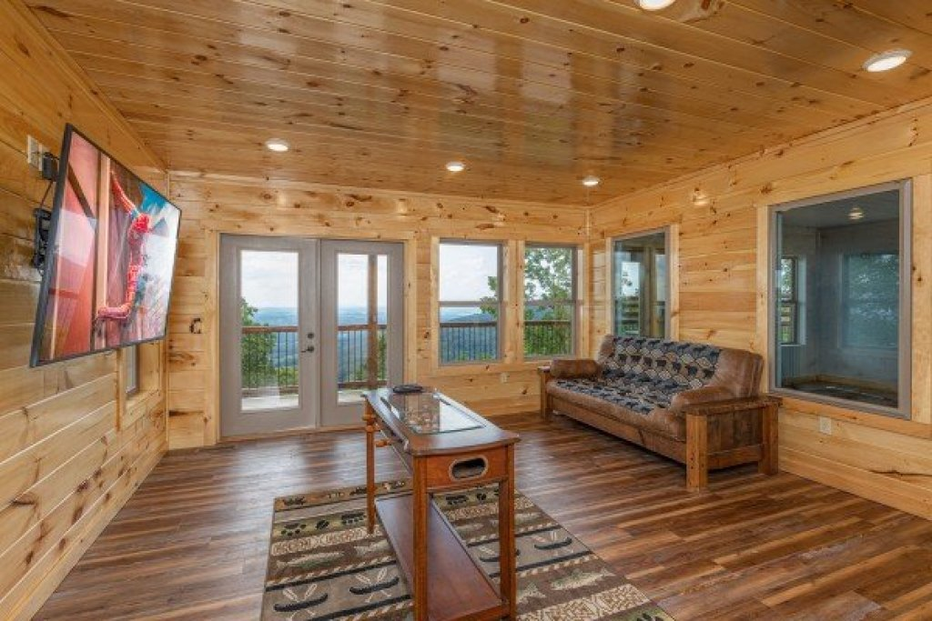 Photo of a Sevierville Cabin named 4 States View - This is the eighteenth photo in the set.