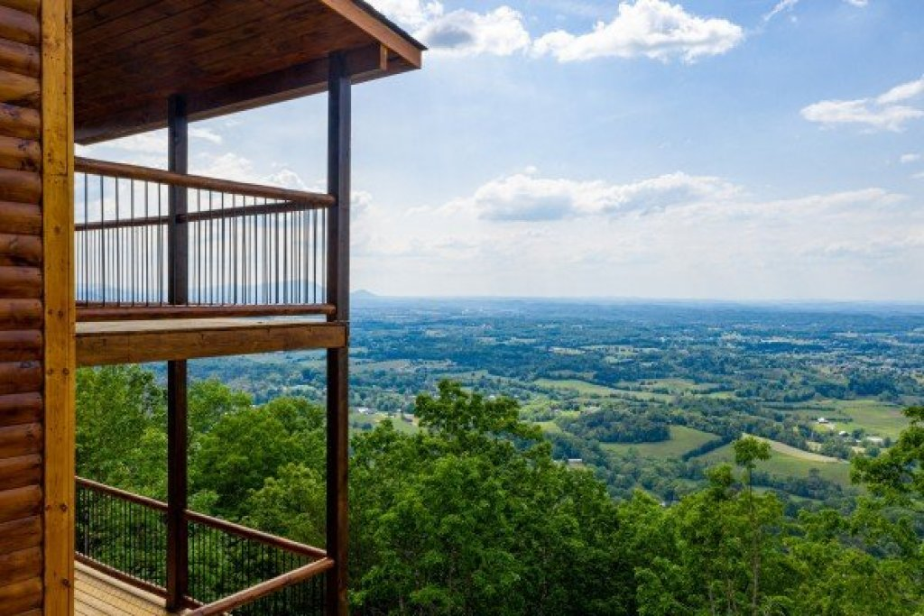 Photo of a Sevierville Cabin named 4 States View - This is the second photo in the set.