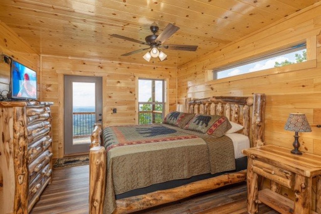 Photo of a Sevierville Cabin named 4 States View - This is the eighth photo in the set.