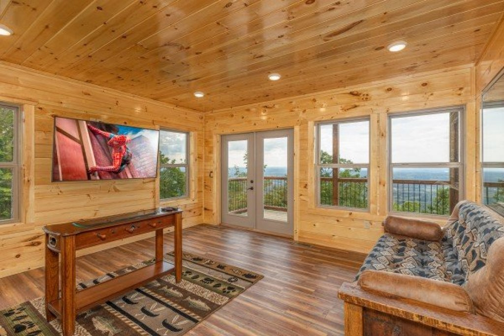 Photo of a Sevierville Cabin named 4 States View - This is the seventeenth photo in the set.