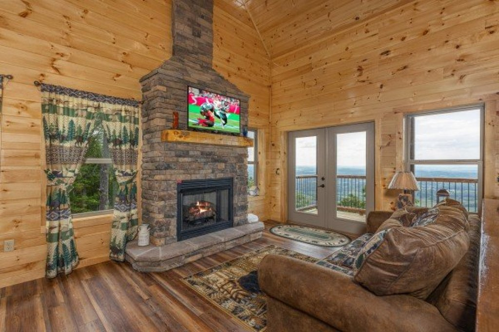 Photo of a Sevierville Cabin named 4 States View - This is the fifth photo in the set.
