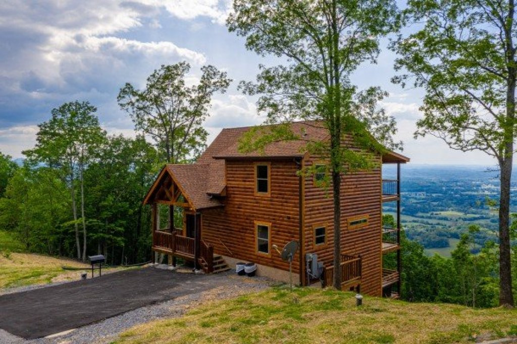 Photo of a Sevierville Cabin named 4 States View - This is the thirty-first photo in the set.