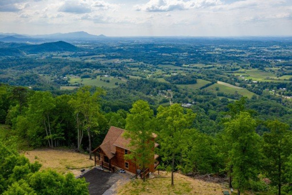 Photo of a Sevierville Cabin named 4 States View - This is the thirtieth photo in the set.